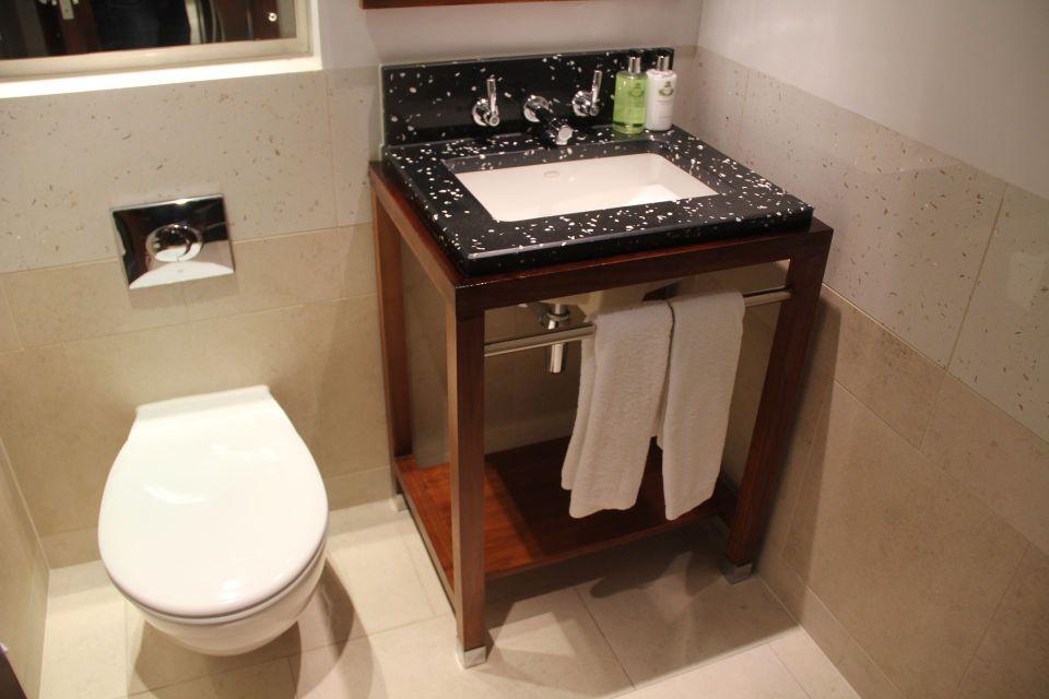 InterContinental London Park Lane One Bedroom Suite Guest Bathroom