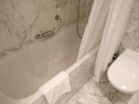 InterContinental Prague Junior Suite Bathroom