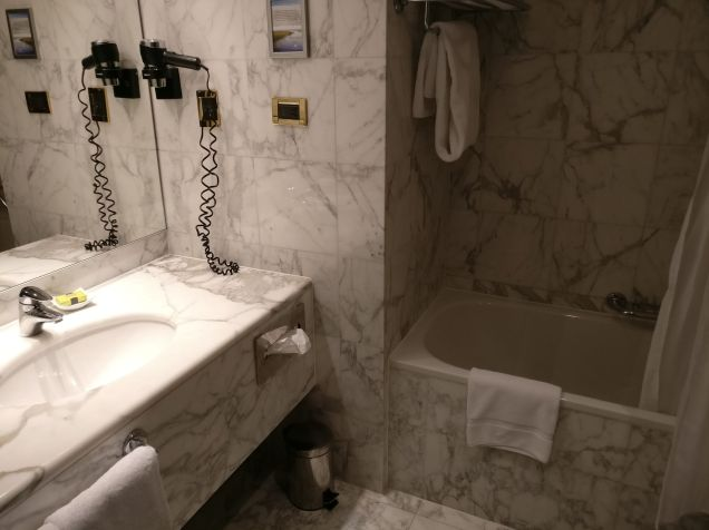 InterContinental Prague Junior Suite Bathroom