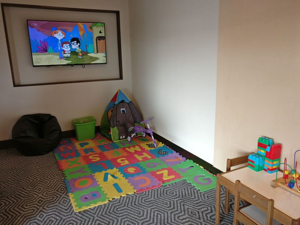 Singapore Airlines Lounge London Heathrow Kids Corner
