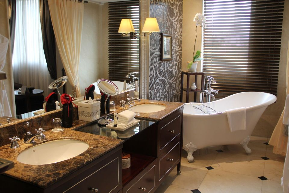 Sofitel Legend Metropole Grand Deluxe Room Bathroom