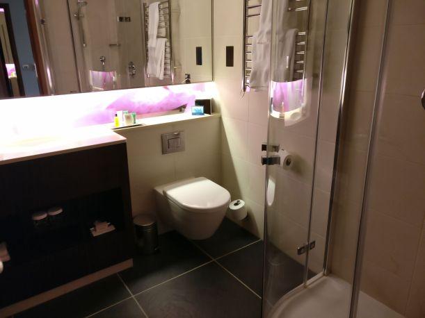Hilton London Heathrow Terminal 5 Executive Room Bathroom