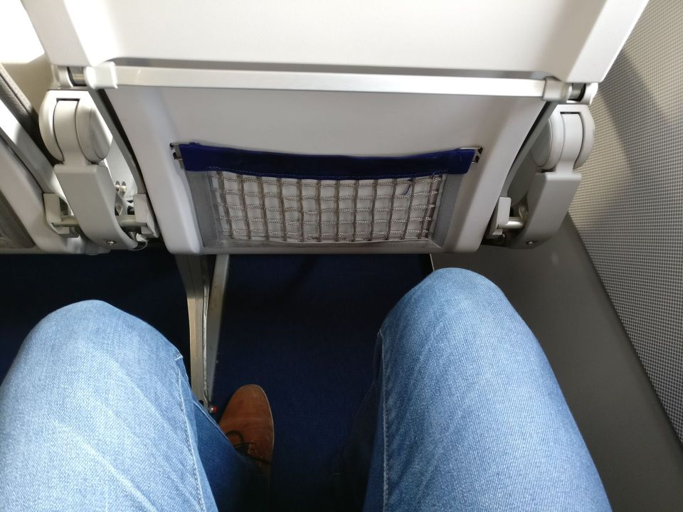 Lufthansa medium haul Business Class Seat Pitch