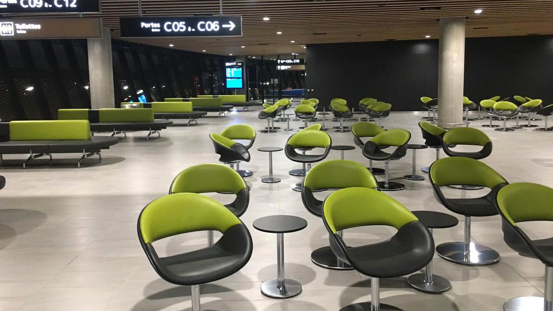 Lyon Saint Exupery Airport Starbucks Seating