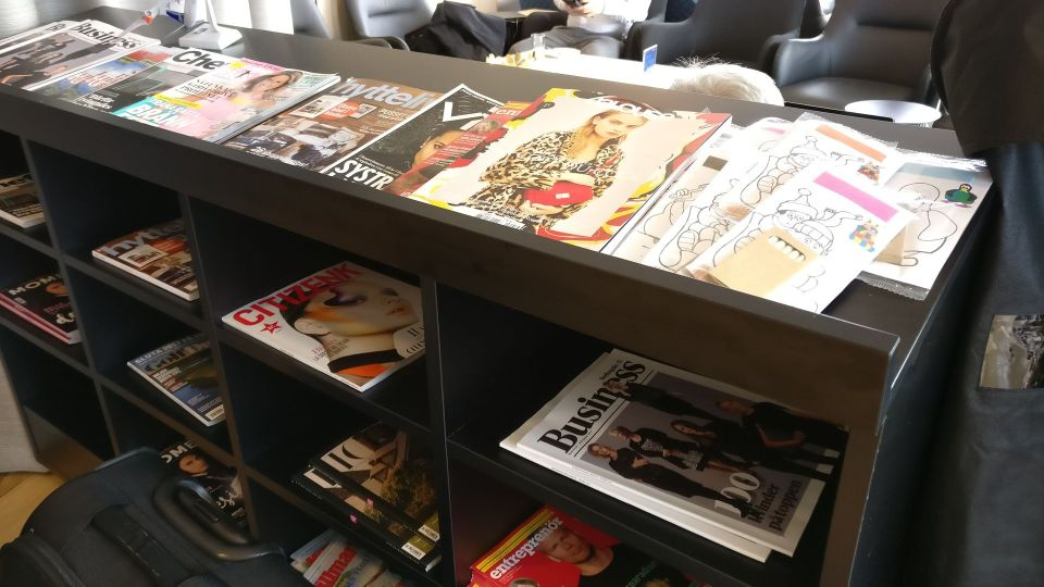 SAS Lounge Paris CDG Newspapers