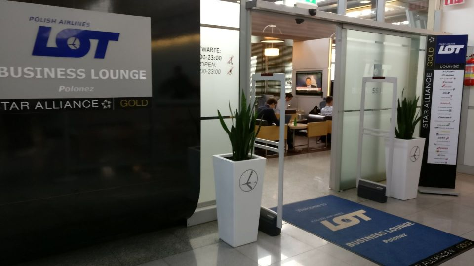 LOT Business Lounge Warsaw Entrance