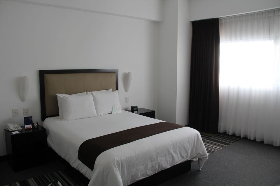 Costa del Sol Wyndham Lima Airport Queen Room