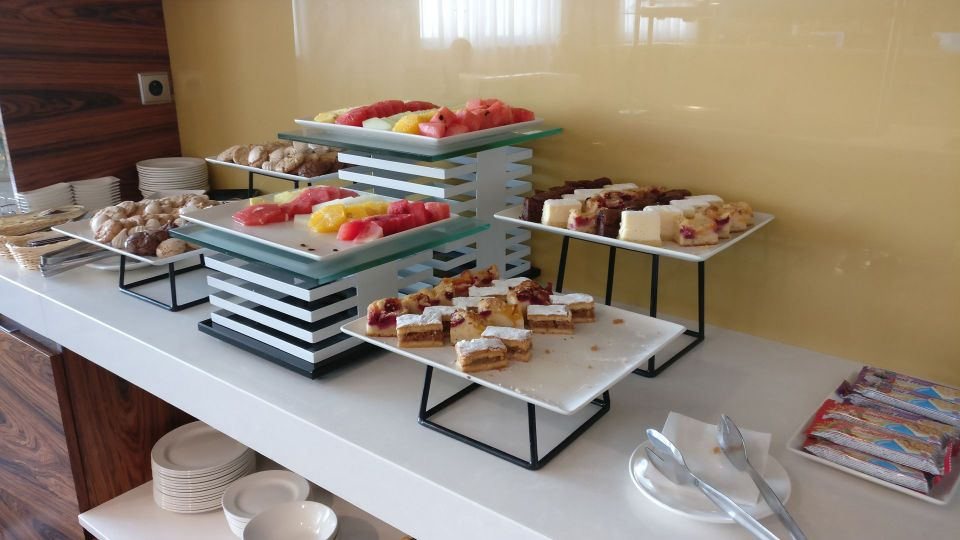 DoubleTree Cracow Executive Lounge Afternoon Tea