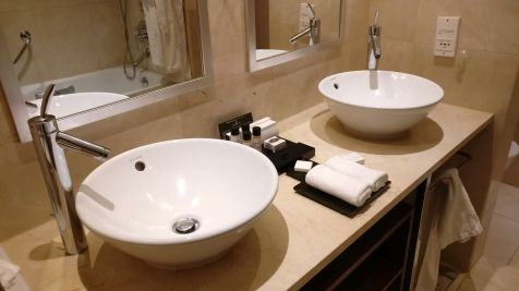 InterContinental Lisbon Junior Suite Bathroom