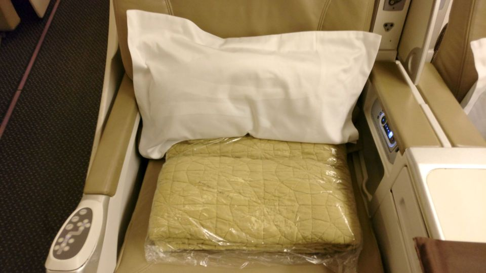Saudia Business Class Boeing 777 Bedding