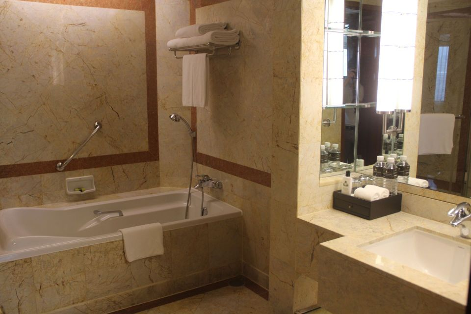 InterContinental Bangkok Corner Suite Bathroom