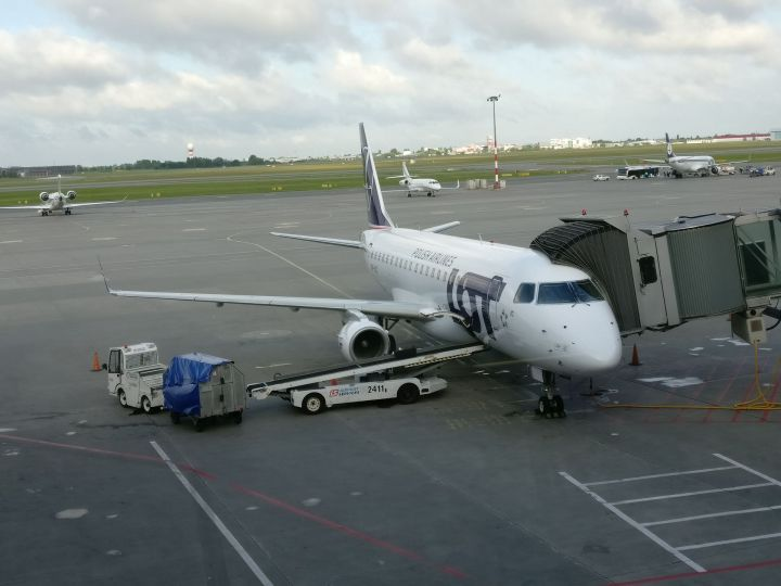 LOT Embraer 190