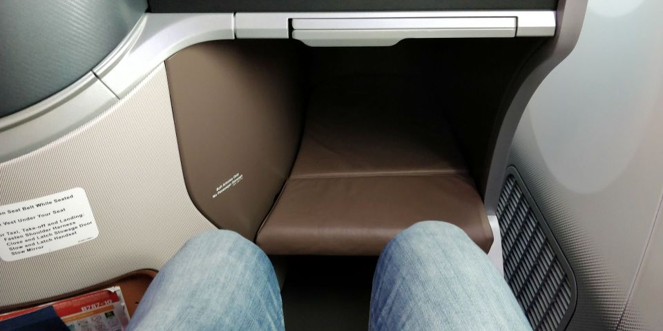 Singapore Airlines Business Class Boeing 787-10 Seat Pitch