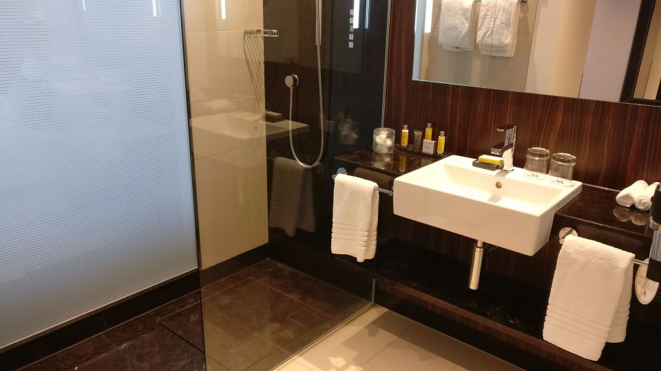 Marriott Bonn World Conference Center Bathroom