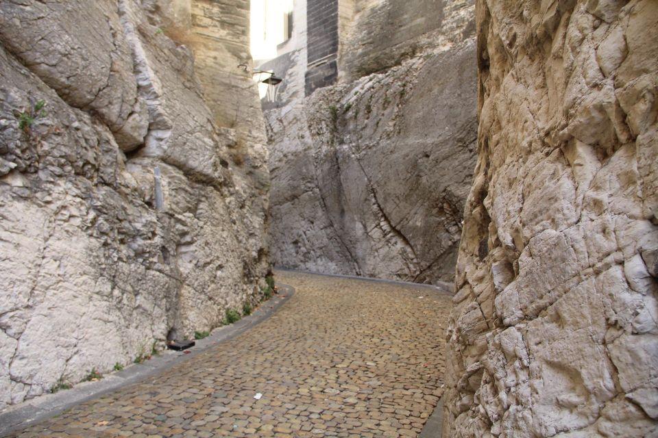 Rue de la Peyrolerie Avignon