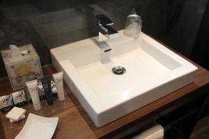 Uptown Palace Milan Deluxe Room Bathroom