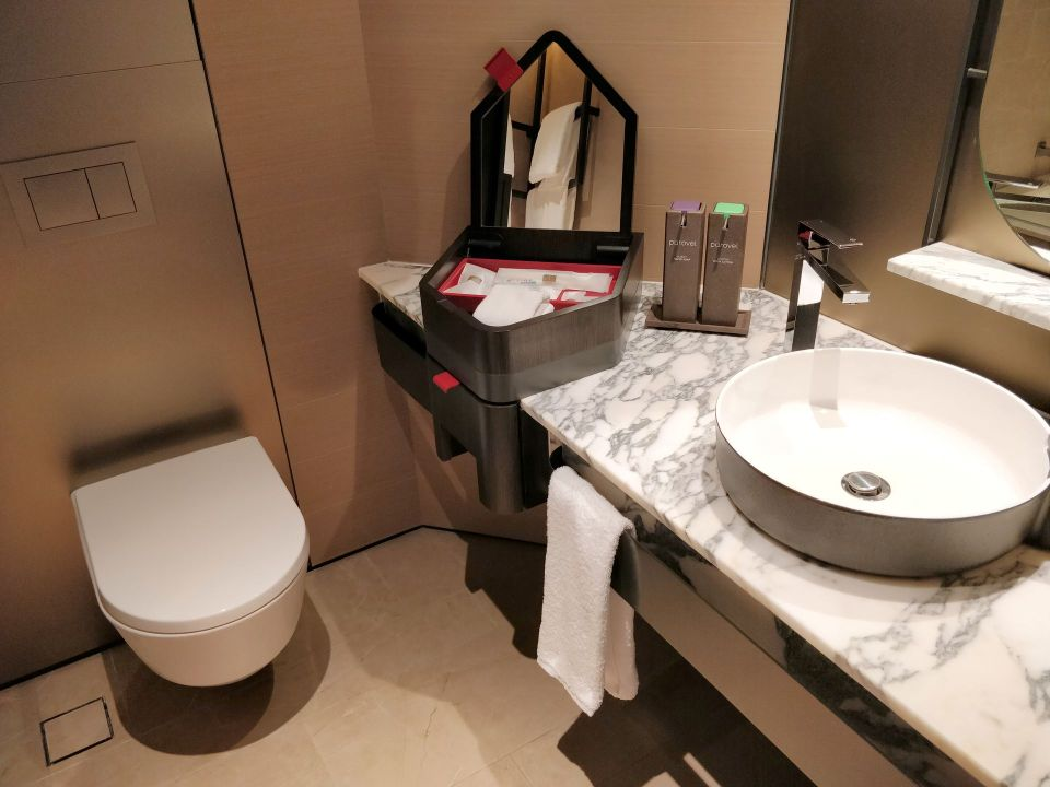 Swissotel The Stamford Singapore Bathroom