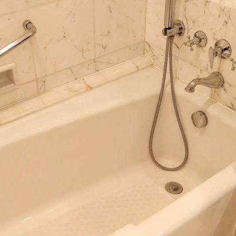 Pudong Shangri-La Shanghai Bathroom 5