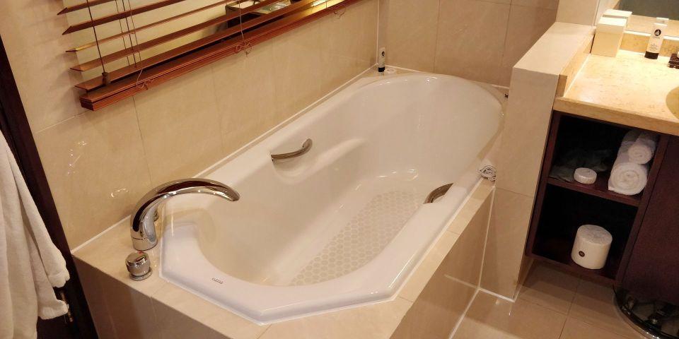 Sofitel Shanghai Hyland Prestige Suite Bathroom