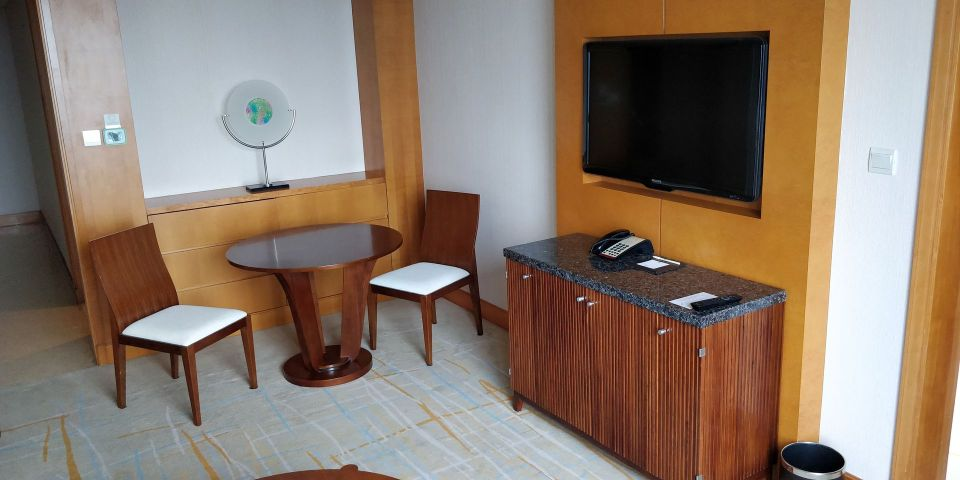 DoubleTree Shanghai Pudong Suite Living Room