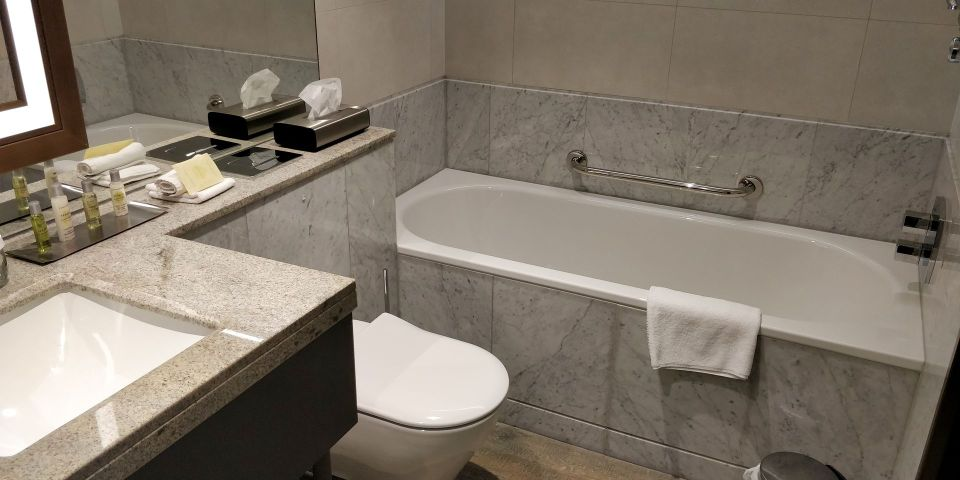 Hilton Budapest Old Town Bathroom
