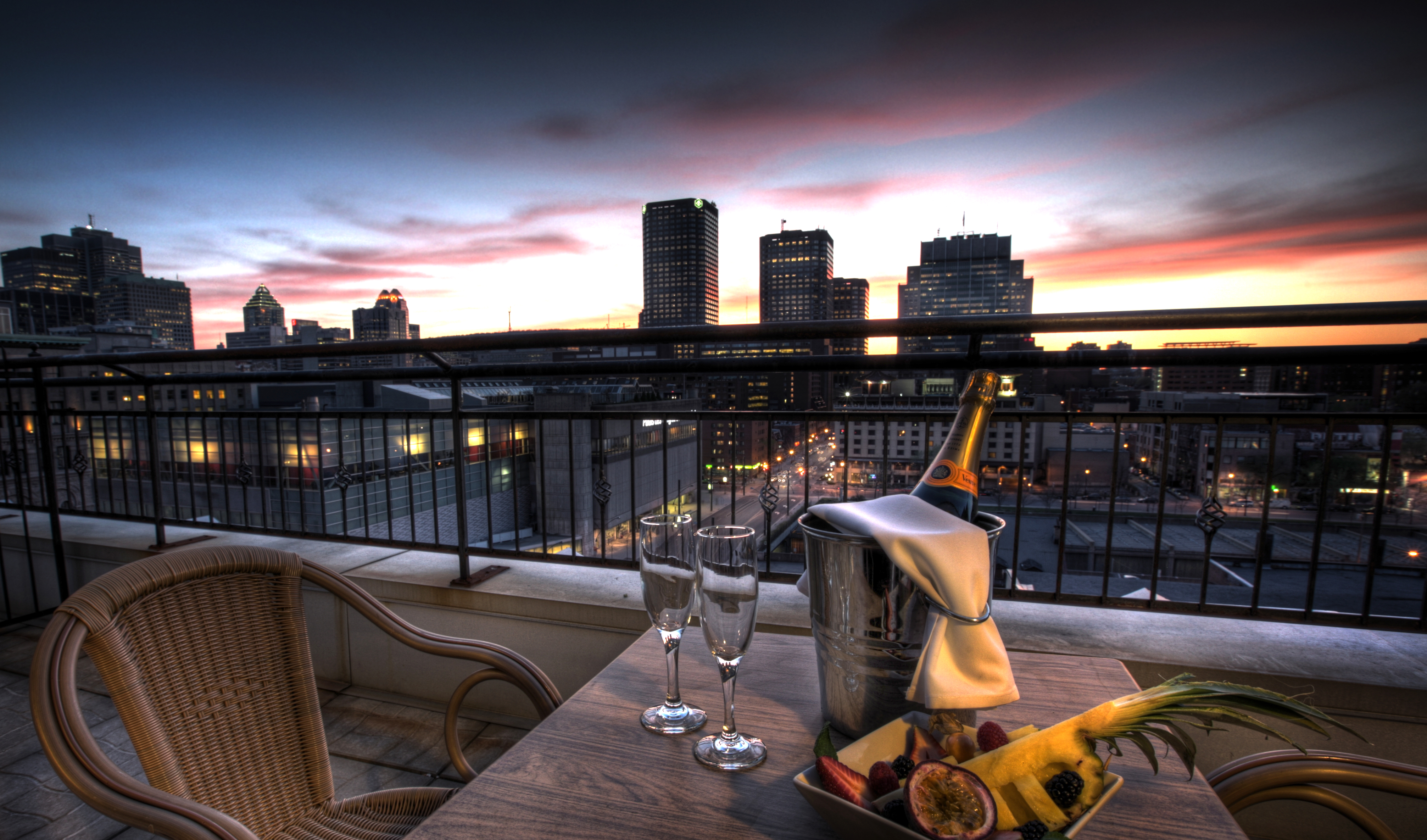 Top luxury hotels in montreal stay pampered amidst for Luxury hotel stays