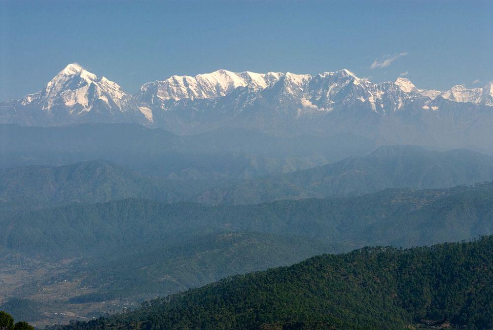 Trisul, Nanda_Devi and Himalayan range from_Kausani,_Uttarakhand, India