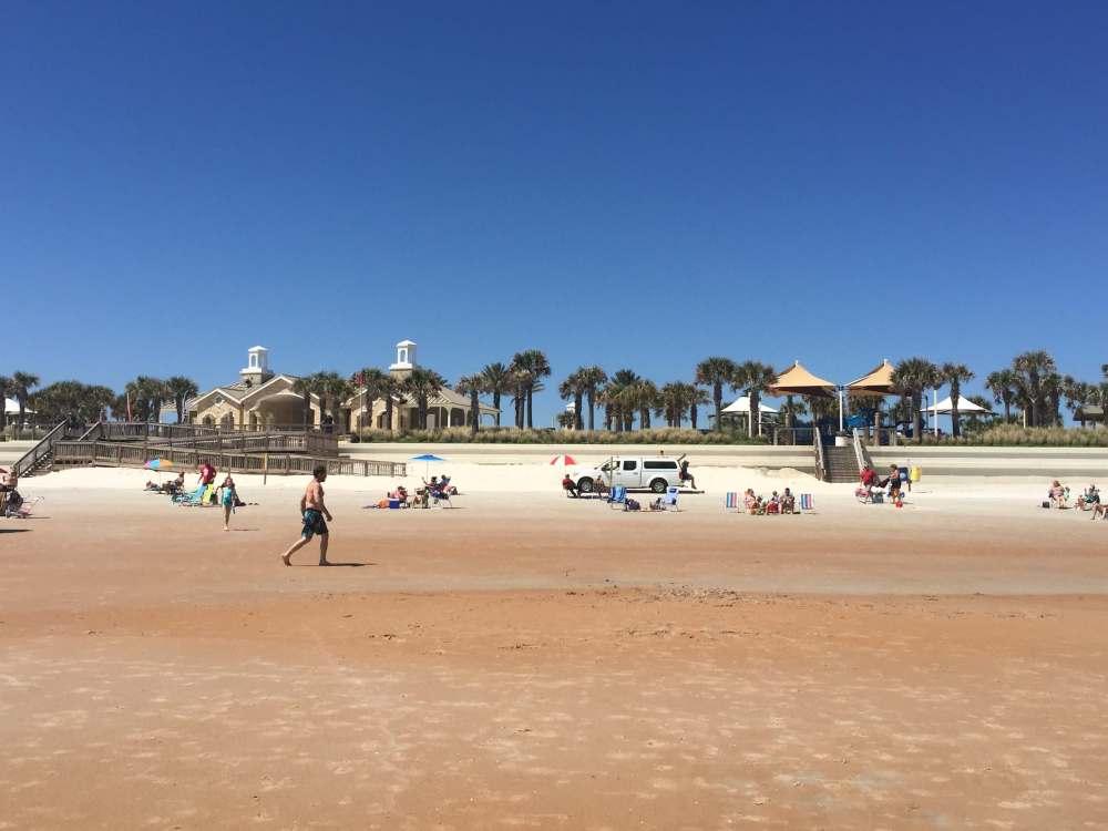 Discover exactly what to do, where to park, and where to play on Florida's Daytona Beach! A popular destination for a non-theme park day, Daytona Beach family fun is sure to be amazing with our practical guide! #DaytonaBeachfamilyfun #thingstodoatDaytonaBeach #DaytonaBeachFlorida #DaytonaBeachwithkids #wheretogoinDaytonaBeach