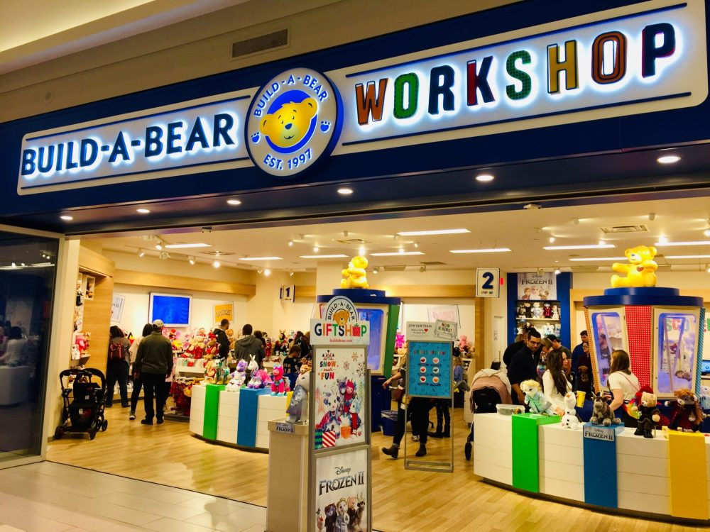Top U.S. family travel blog, Travel With A Plan, shares the Top 15 list of the Best Mall of America Attractions for kids of all ages in Bloomington, MN!