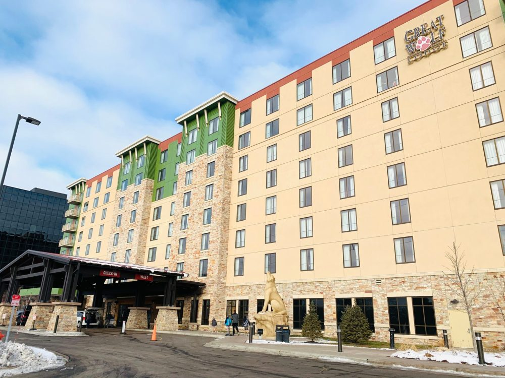 Top U.S. family travel blog features their howlin' review of Great Wolf Lodge, Bloomington, MN!