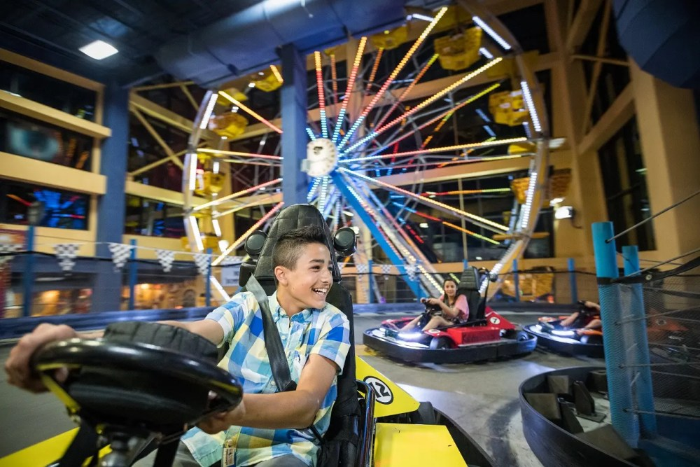 Top U.S. Family Travel Blog, Travel With A Plan, features the best Wisconsin Dells indoor activities that you won't want to miss!  #WisconsinDells #WisconsinDellsIndoorActivities #familytravel