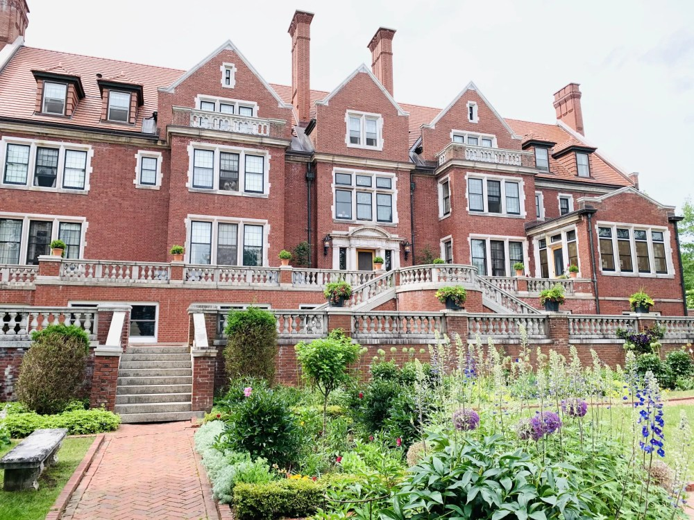 Visit Glensheen Mansion on your Duluth family vacation!