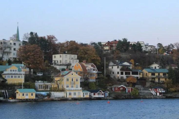 Isolated island in the archipelago of Stockholm, circuit Suedia