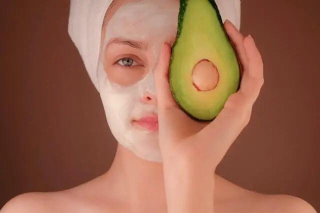 mască de față cu avocado
