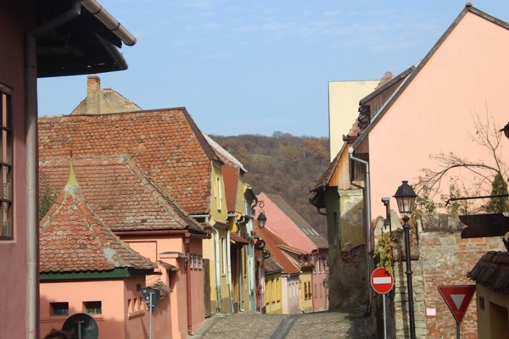 Case colorate de prin cetate