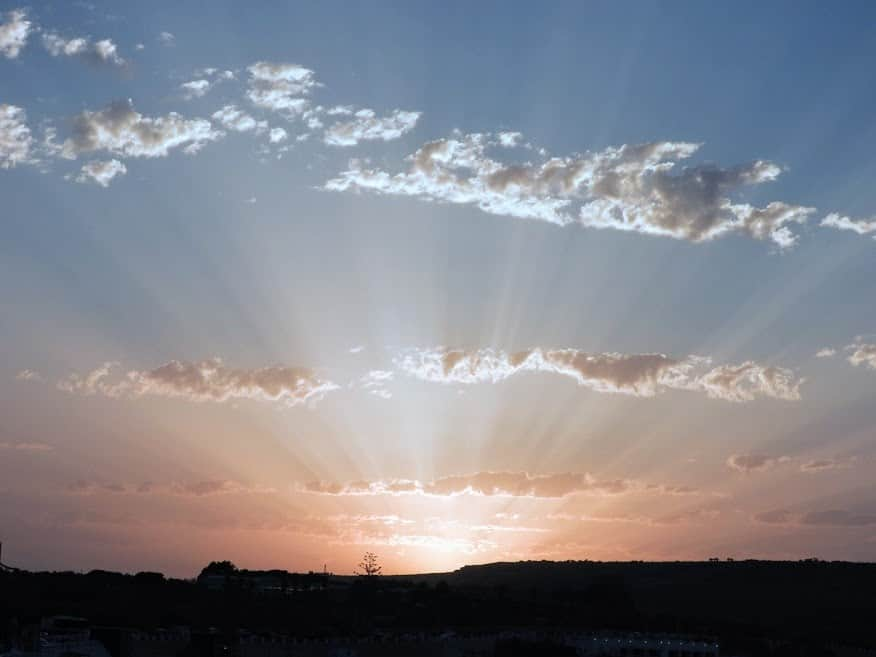 Sunrays as the sunsets behind the clouds