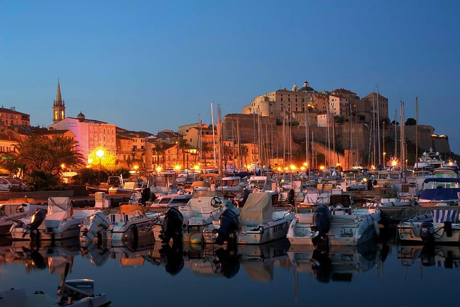 Calvi marina by night – capturing great photos after sunset