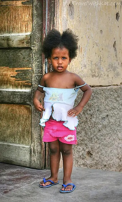 Mindelo-little-girl_tonemapped