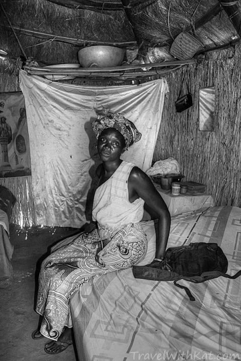 Sine Saloum woman_tonemappedBW