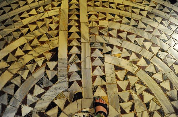 Ravenna mosaics, Basilica of San Vitale labyrinth, maze