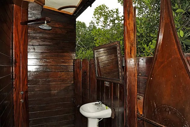 Maindina Lodges open air bathrrom