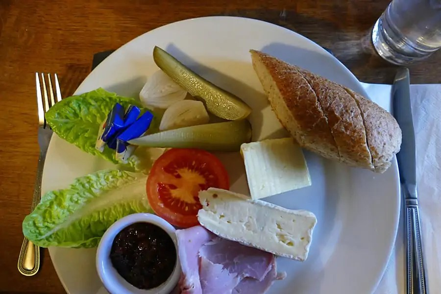PLoughman's lunch in the Cotswold