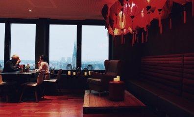 Review Me and All Düsseldorf Lounge Bar Sitzecke