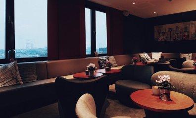 Review Me and All Düsseldorf Lounge Bar Restaurant Sessel