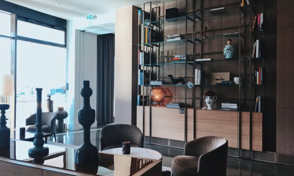 Review The Ritz-Carlton Wolfsburg Club Suite Lobby Bibliothek