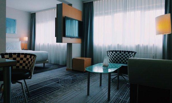 Review Le Meridien Frankfurt Executive Zimmer Wohnbereich