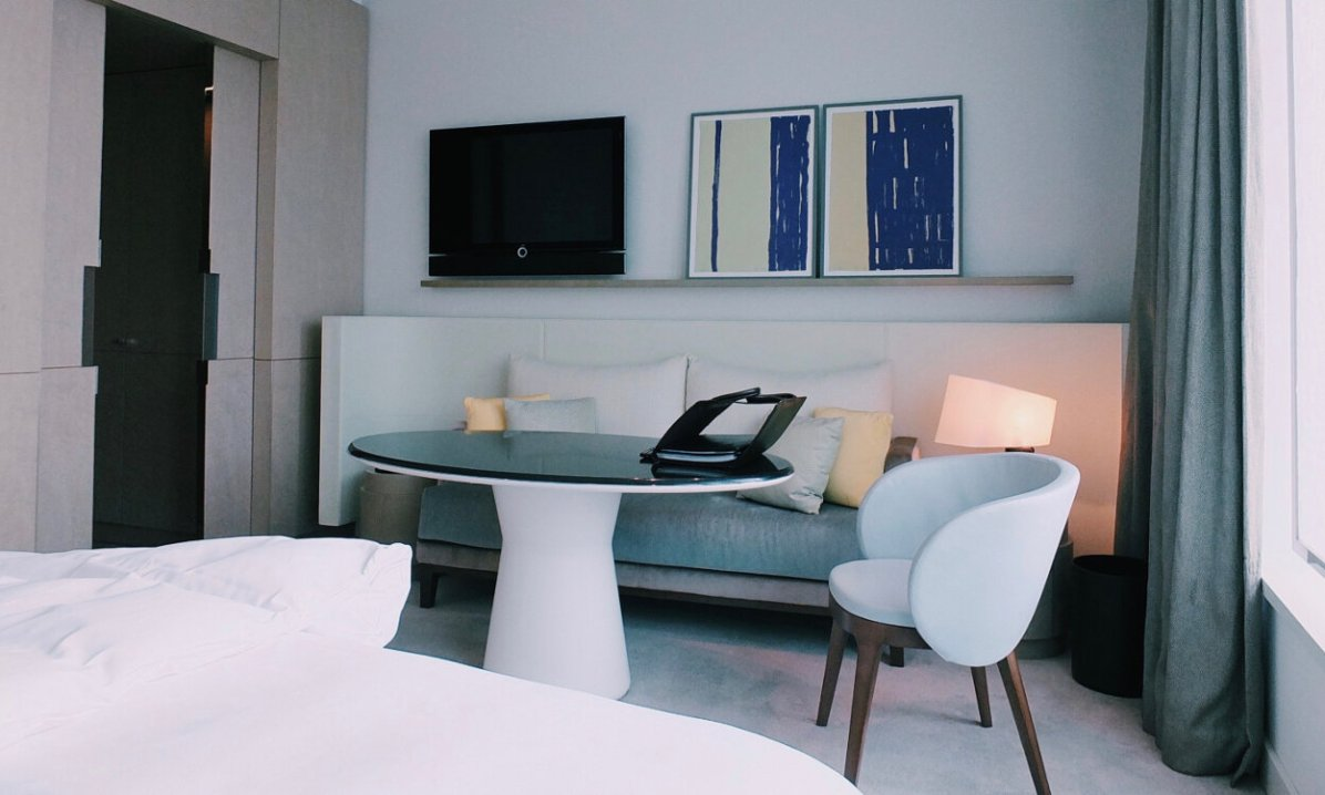 Review The Ritz-Carlton Wolfsburg Club Room Sitzecke