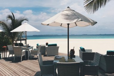 Review JA Manafaru Maldives Infinity Pool Lunch