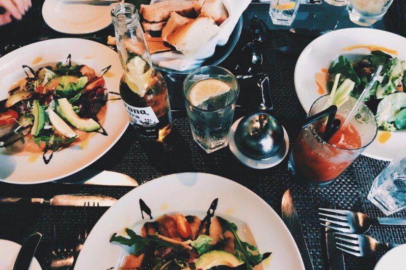 Review JA Manafaru Maldives Lunch Pool Bar Salat