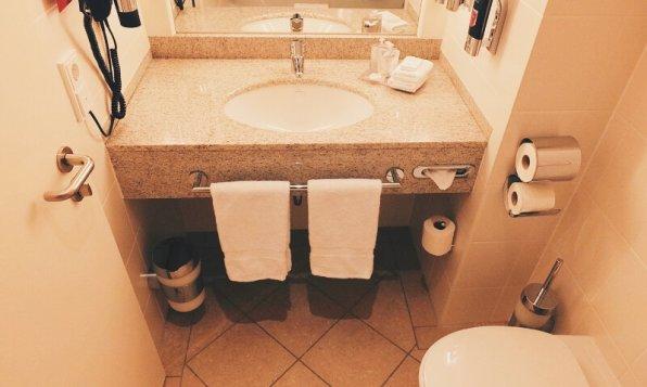 Hotel FourSide Braunschweig Executive Appartment Badezimmer Waschtisch
